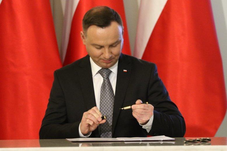 Andrzej Duda przedłużył pracę 5 sędziom SN.
