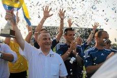 Tak się cieszą w Niecieczy. Na zdjęciu Krzysztof Witkowski, który 8 lat temu postanowił zainwestować w ludowy klub sportowy.
