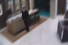 Policjanci z Gdańska szukają mężczyzny, który okradł zegarek marki Rolex o wartości 144 tys. złotych.