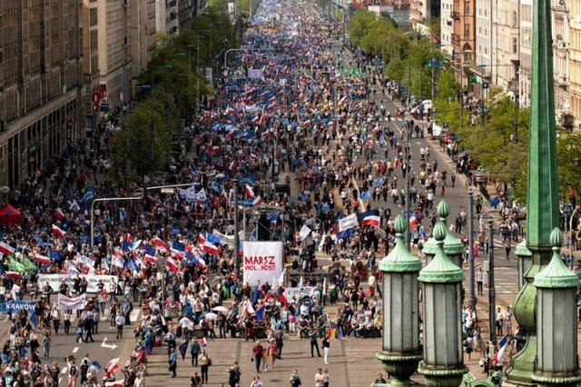 Według policji w Marszu Wolności wzięło udział 12 tys. osób, według opozycji  nawet 100 tysięcy