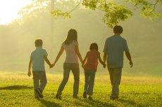 [url=http://shutr.bz/1fjZdSJ]Zdecydowana większość badanych przez CBOS (85 procent; reprezentatywna próba losowa 1111 dorosłych mieszkańców Polski) wiąże wyobrażenie o szczęśliwym życiu z rodziną [/url]