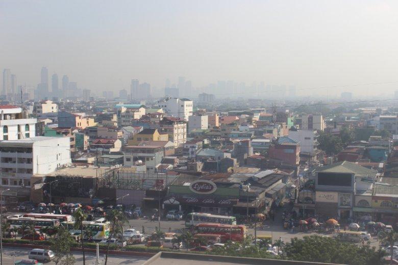 """Manila  - widok z pokoju hotelowego """"Tune hotel"""""""