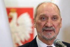 Antoni Macierewicz, szef podkomisji smoleńskiej, zaprosił rodziny ofiar do MON.