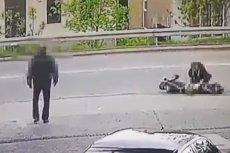 Motocyklista po drastycznym wypadku leżał na drodze z oderwaną nogą. Przechodnie i kierowcy udawali, że go nie widzą. Na szczęście znalazła się osoba, która zorganizowała pomoc.