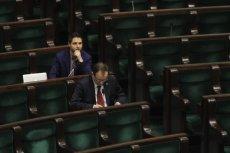 Skład Sejmu ulega zmianie. Odchodzący posłowie dostaną odprawy w sumie za 6,5 mln złotych, nowi – iPady Air