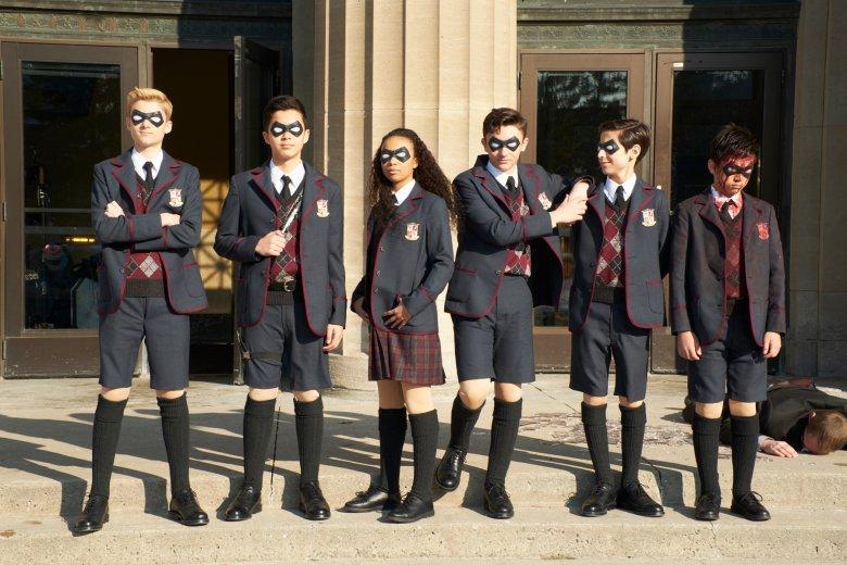 """""""The Umbrella Academy"""" to serial o dysfunkcyjnej rodzinie superbohaterów, która musi stawić czoło nadciągającej apokalipsie"""