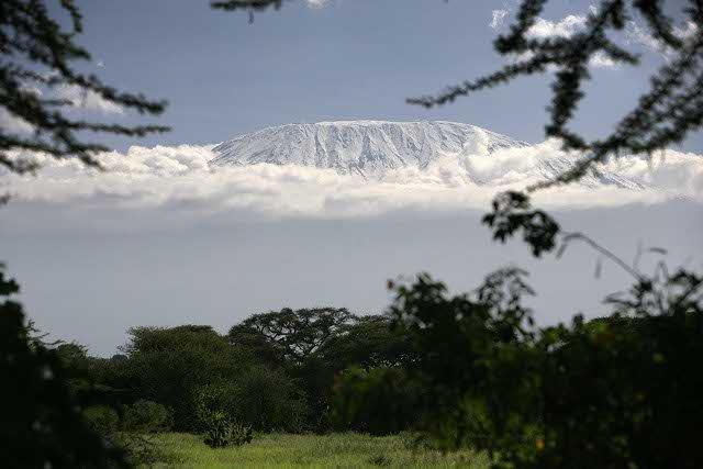 Na Kilimandżaro rocznie wspina się 100 tys. turystów.