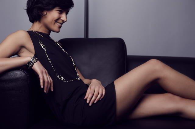 Prosty łańcuch z kolekcji Alexis Bittar, biżuteria Kate&Kate; czarna prosta sukienka MMC.