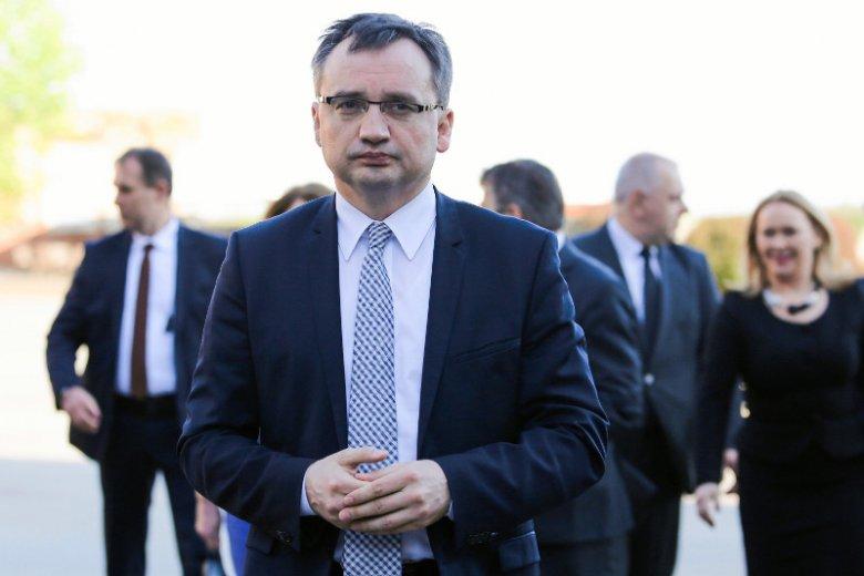 W kontaktach między krajami polska reforma sądów się sypie.