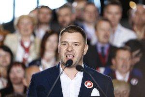 Tomasz Karolak staje sięulubieńcem prawicy.