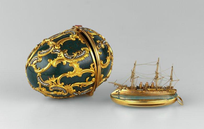 Jajko z miniaturką okrętu Pamięć Azowa