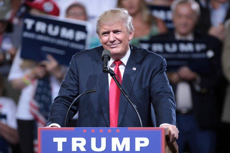 Donald Trump przemówi do Polaków na placu Krasińskich. Większość komentatorów zastanawia się co zawrze w swoim wystąpieniu. My postanowiliśmy mu je napisać.