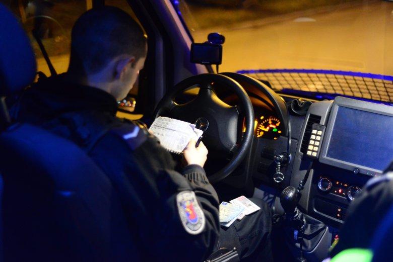 Dzięki telefonom zaufania policja ratuje niedoszłych samobójców.