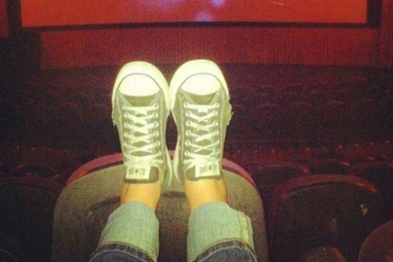 W kinie w pojedynkę