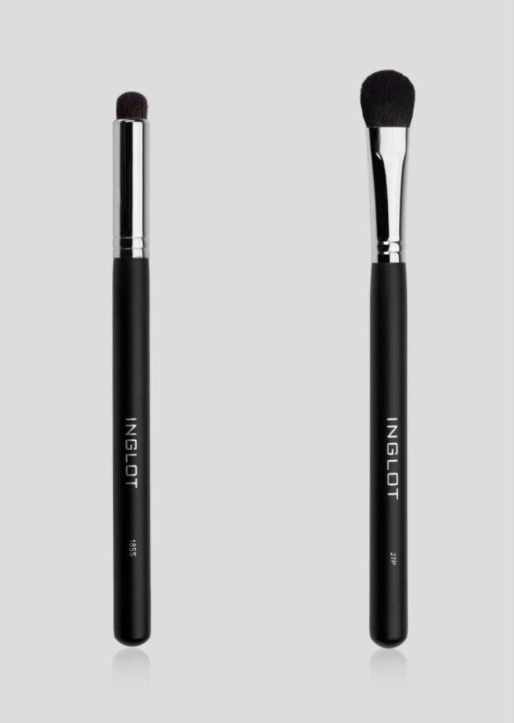 Po lewej precyzyjny pędzel, który sprawdzi się, jeśli chodzi o malowanie kącika oka i dolnej powieki, po prawej pędzel do blendowania cieni na oku (42 zł)