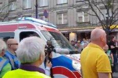 Podczas wtorkowych obchodów 96. miesięcznicy smoleńskiej przez Krakowskie Przedmieście nie mogła przejechać nawet karetka na sygnale.
