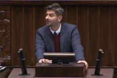 Poseł Krzysztof Śmieszek przywołał w swoim wystąpieniu Lecha Kaczyńskiego. Prawica zareagowała natychmiast.