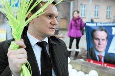 Dominik Tarczyński najwyraźniej lubi szokować. Przy okazji ściąga ciemne chmury nad PiS.