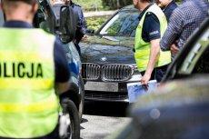 SOP chciał kupić lawetę. Nie udało się, przetarg został unieważniony. Na zdjęciu - policyjne czynności po wypadku, w którym pojazd SOP w Warszawie potrącił rowerzystkę.