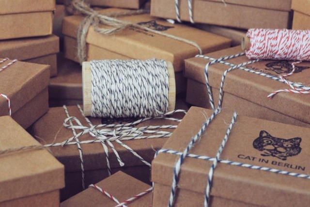 Wszystkie dodatki przychodzą zapakowane w stylowych pudełkach, a wysyłka na terenie Niemiec jest darmowa.
