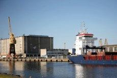 W szczecińskim porcie stoi statek z niebezpiecznym ładunkiem, który w każdej chwili może wybuchnąć.