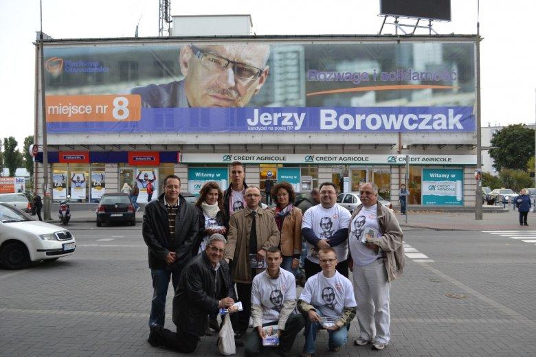 Członkowie mojego Sztabu Wyborczego, Andrzej Rzeczycki klęczy pierwsze z lewej.