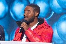 """Bogumił """"Boogie"""" Romanowski w roli Drake'a w programie Polsatu."""