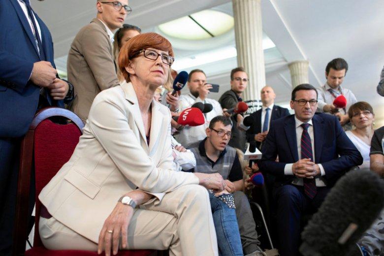 Rząd podpisał porozumienie, ale nie z rodzicami protestującymi w Sejmie.