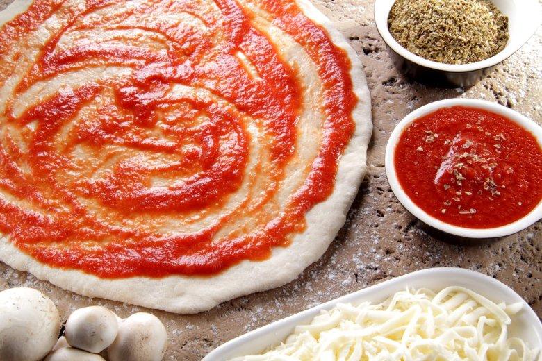 Jeśli we Włoszech, w nieturystycznej knajpie, skusicie się na pizzę peperoni, niewykluczone, że zamiast upragnionych plastrów salame piccante dostaniecie pizzę wegetariańską z paprykami. Dla bezpieczeństwa lepiej prosić o diavolę.