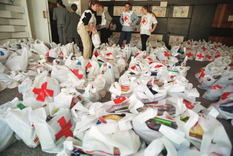 1 proc. dochodu uzyskanego ze sprzedaży artykułów P&G w sklepach Carrefour organizacja PCK przekaże w formie rzeczowej najbardziej potrzebującym rodzinom
