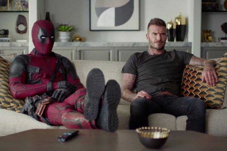Superbohater Deadpool ogląda telewizję wraz z ex-piłkarzem Davidem Beckhamem