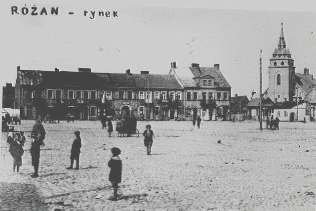 Różan w 1939 roku w większości był zamieszkały przez ludność żydowską. Dziś tylko nieliczne pamiątki przypominają o tamtych dniach.