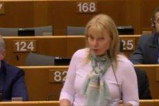 Elżbieta Bieńkowska myślała, że mikrofon jest już wyłączony i wypowiedziała słowa, które w Parlamencie Europejskim paść nie powinny.