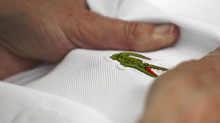 Lacoste to marka uznawana w Polsce za oznakę statusu finansowego