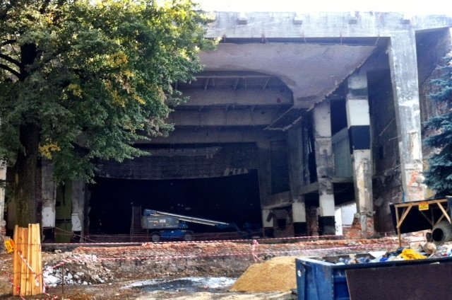 Dawniej kino. Dziś plac budowy.