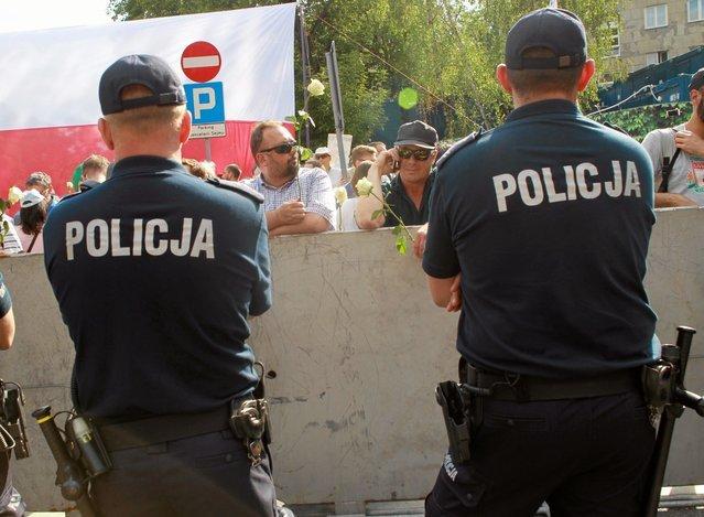 """Nie wszyscy policjanci są sercem i ciałem za """"dobrą zmianą"""". Niektórzy po prostu chcą służyć i chronić obywateli."""