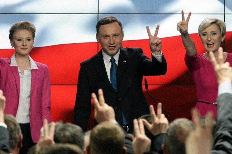 Sztab Andrzeja Dudy miał słono płacić za internetową aktywność.