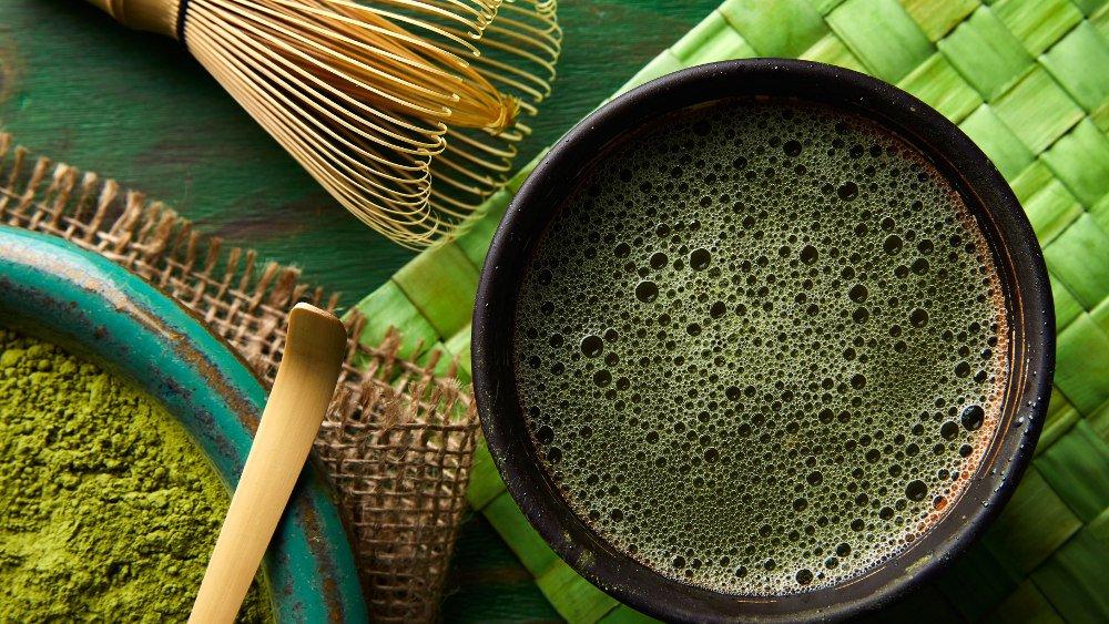 Popyt na drogie herbaty jest duży, a plantatorzy dbają o wysoką cenę towaru, będącego odzwierciedleniem pracy jaką włożyli w produkcję i know how dotyczące herbaty.