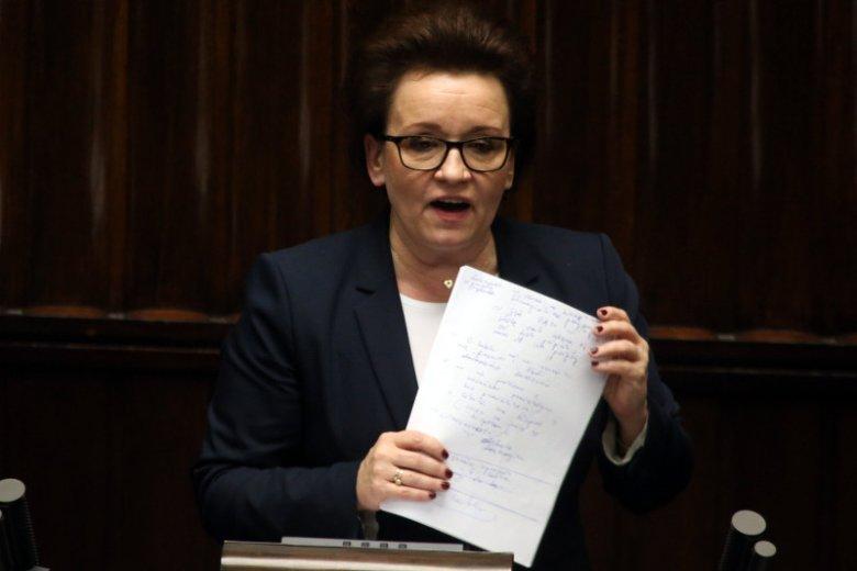 Anna Zalewska podczas nocnej debaty w Sejmie.