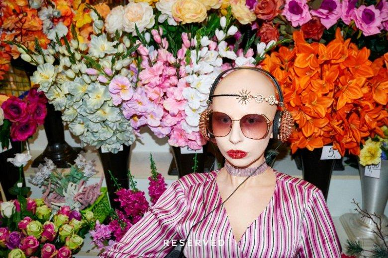 Zuzanna Bartoszek to artystka o niezwykle oryginalnej urodzie, od której ciężko oderwać wzrok