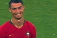 Cristiano Ronaldo miał dużo szczęścia, że nie dostał czerwonej kartki w meczu z Iranem. Po całym zdarzeniu ironicznie się uśmiechał.
