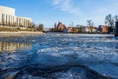 Tak wygląda skuta mrozem Brda w Bydgoszczy.