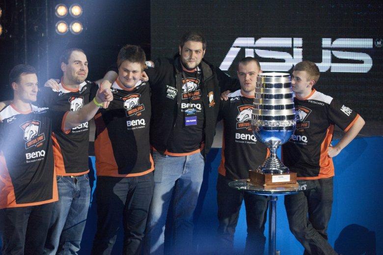 Virtus.pro jest znany m.in. ze swojego teamu w Counter Strike'a. W jego skład wchodzą Polacy.