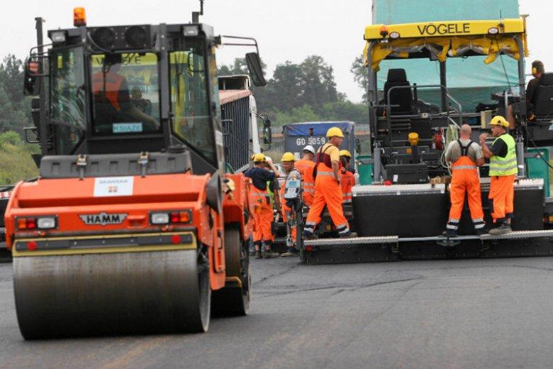 Przy budowie polskich autostrad dochodziło do skandalicznych przekrętów i nadużyć – kradzieży, łapówkarstwa i zawyżania kosztów.