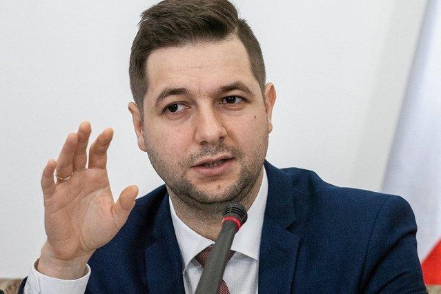 Wpis ministra Patryka Jakiego o gwałcicielach wywołał burzę