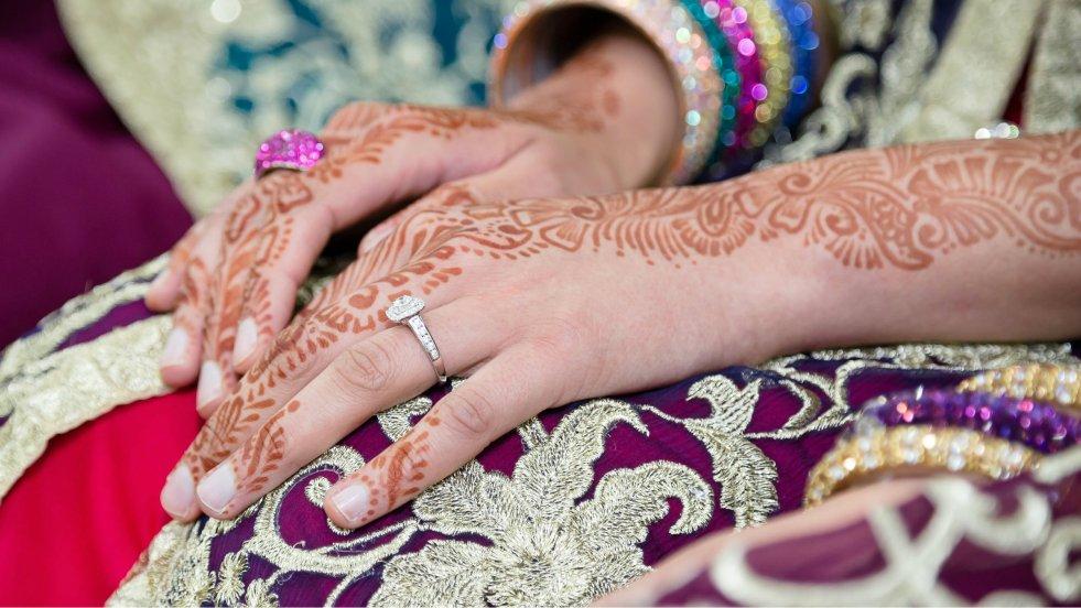 Ozdobione henną ręce to w Maroku tradycja ślubna