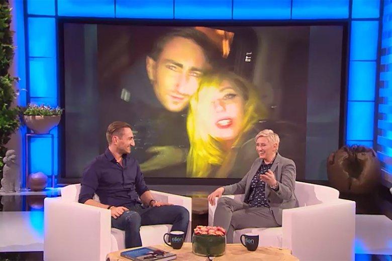 Łukasz Jakóbiak podczas wywiadu z Ellen DeGeneres? Na to wygląda, ale to tylko złudzenie, o które skrupulatnie zadbał vloger i mówca motywacyjny, by wizualizować swoje największe marzenie.