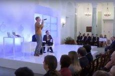 Znany z zespołu Firma raper Tadek wystąpił przed Andrzejem Dudą w Pałacu Prezydenckim.