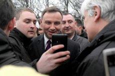 Andrzej Duda człowiek o wielu politycznych twarzach. Czy właśnie przygląda się kolejnemu wcieleniu?