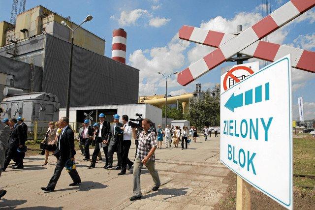 W elektrowni Połaniec powstał największy na świecie blok opalany biomasą.  - To nie nic wspólnego z zielona energetyka, uważają ekolodzy.